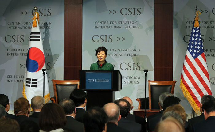 박근혜 대통령이 미국 전략국제문제연구소(CSIS)를 방문, 연설하고 있다.