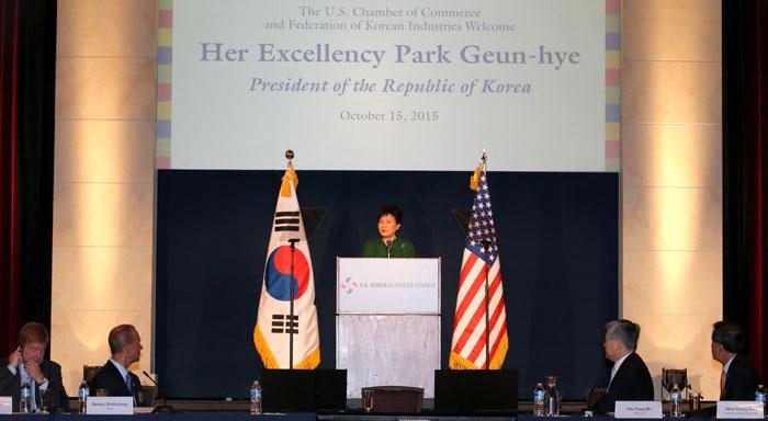 박근혜 대통령이 '제27차 한미 재계회의' 에서 연설하고 있다.