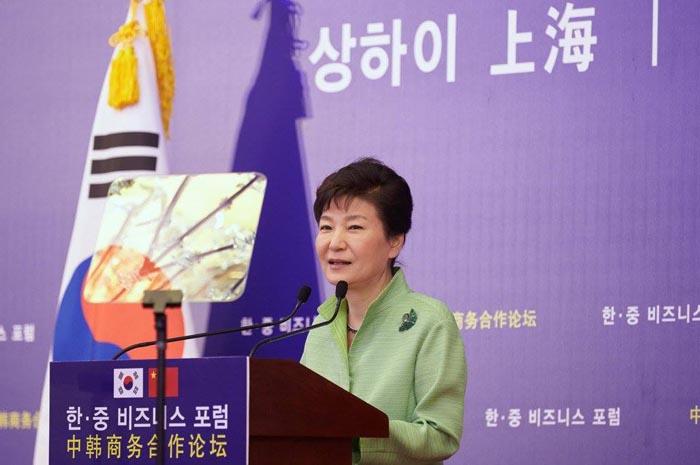 박근혜 대통령은 4일 한·중 양국의 미래 경제협력 방향을 언급하면서 FTA 효과 극대화, 협력 다변화, 글로벌 이슈 공동대응을 제시했다.